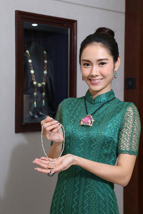 展覽展出各款完美融合東方色彩及現代設計的珠寶首飾,讓在場人士大開眼界。
